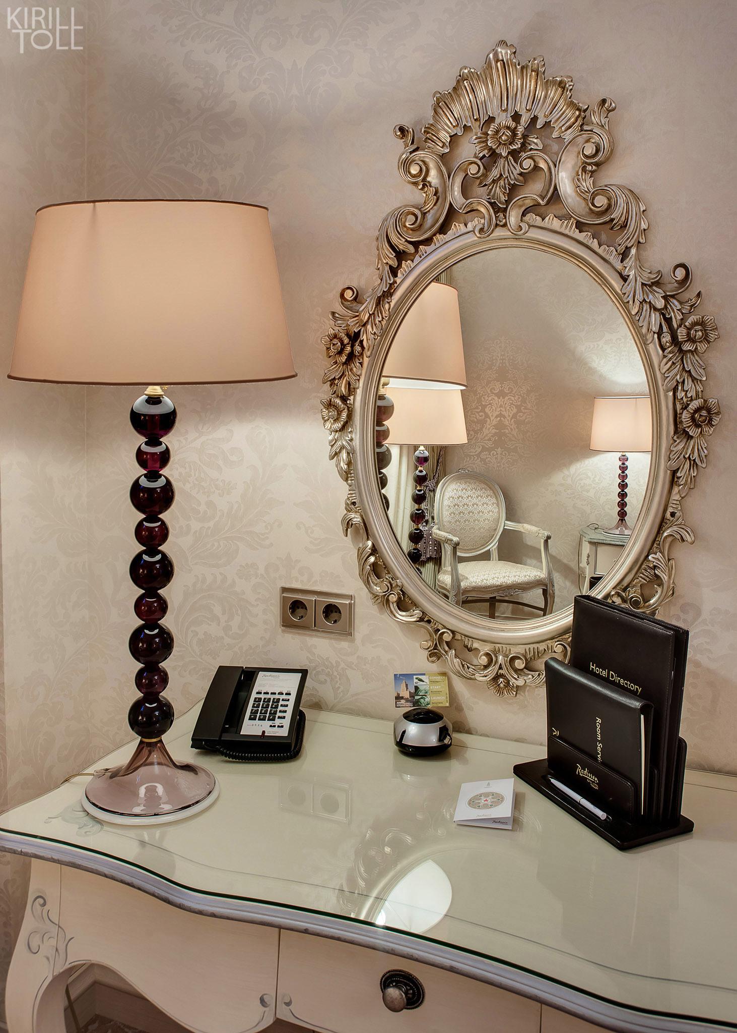 О дополнительных опциях интерьерных фотосъемок, которые нужны или бывают лишними.  Если любую фотосессию вне зависимости от бюджета предваряет уборка, то некоторые интерьеры нуждаются в декорировании. Работа декоратора заключается в профессиональном осмыслении объекта и проявлении его лучших сторон через декорирование.