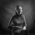 Женский портрет с плеткой