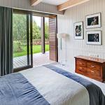 Фотографии спален загородного дома с выходом на…