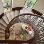 Интерьер дома с лестницей. Фотографии