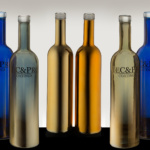 Зеркальные и прозрачные бутылки. Фотосъемка предметов из стекла