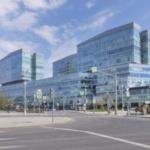 Здание из стекла и бетона. Архитектурные фотографии